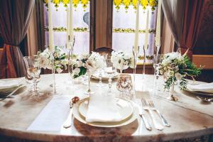 Cream, Green and Gold Reception Decor