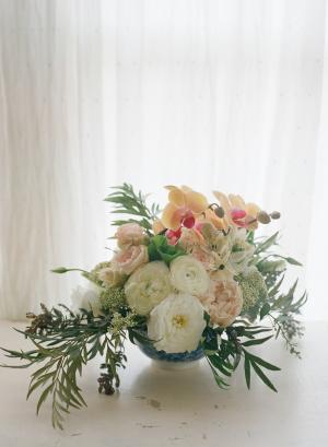 Ivory and Peach Flower Arrangement