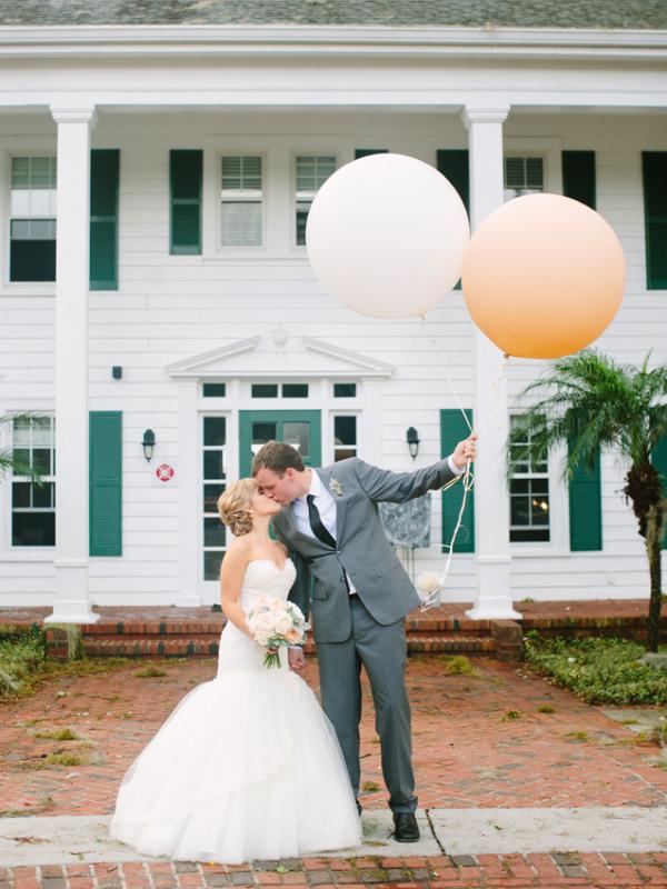 Oversize Balloons in Wedding Photos