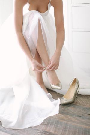Bride in Silver Shoes2