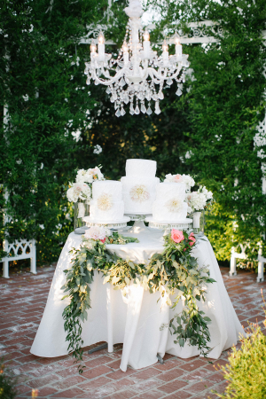 outdoor wedding cake table decorations garlands wedding ideas elizabeth designs the 18084