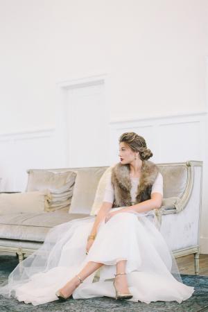 Chic Winter Bride Look