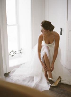 Delicate Winter Bride Look