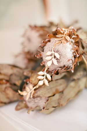 Elegant Gold Bridal Hairpiece