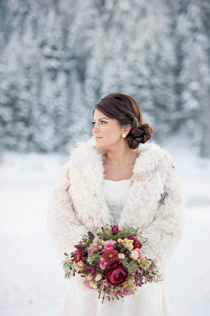Snowy winter wedding inspiration from brooke bakken for Wedding dresses for winter