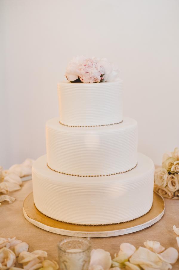Simple Wedding Cake With Gold Details Elizabeth Anne