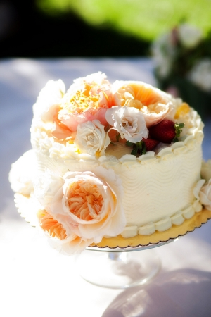 Pretty One Tier Wedding Cake