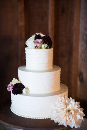 Simple Wedding Cake With Fresh Flowers