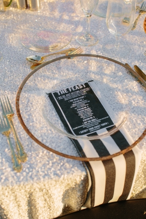 Black White and Gold Reception Table Ideas