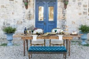Luxe Elegant Outdoor Wedding Tablescape