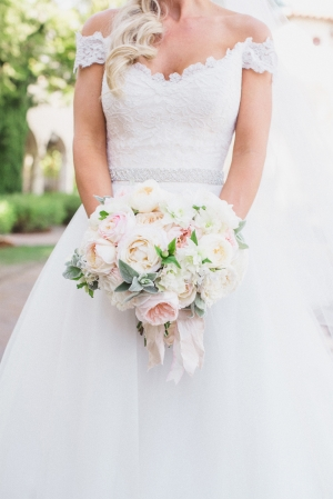 Elegant Ivory and Pale Pink Bouquet
