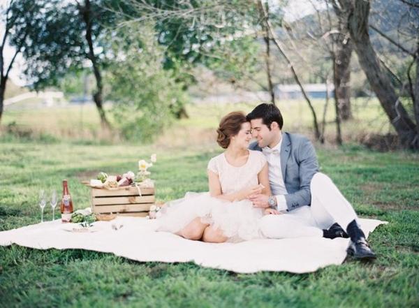 Picnic Engagement Ideas by Esmeralda Franco Photography