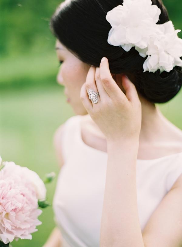 White Flowers Bridal Hair Ideas
