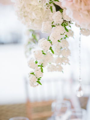 Elegant Centerpiece with White and Pink Flowers