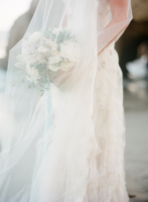Romantic Bridal Inspiration on the Beach