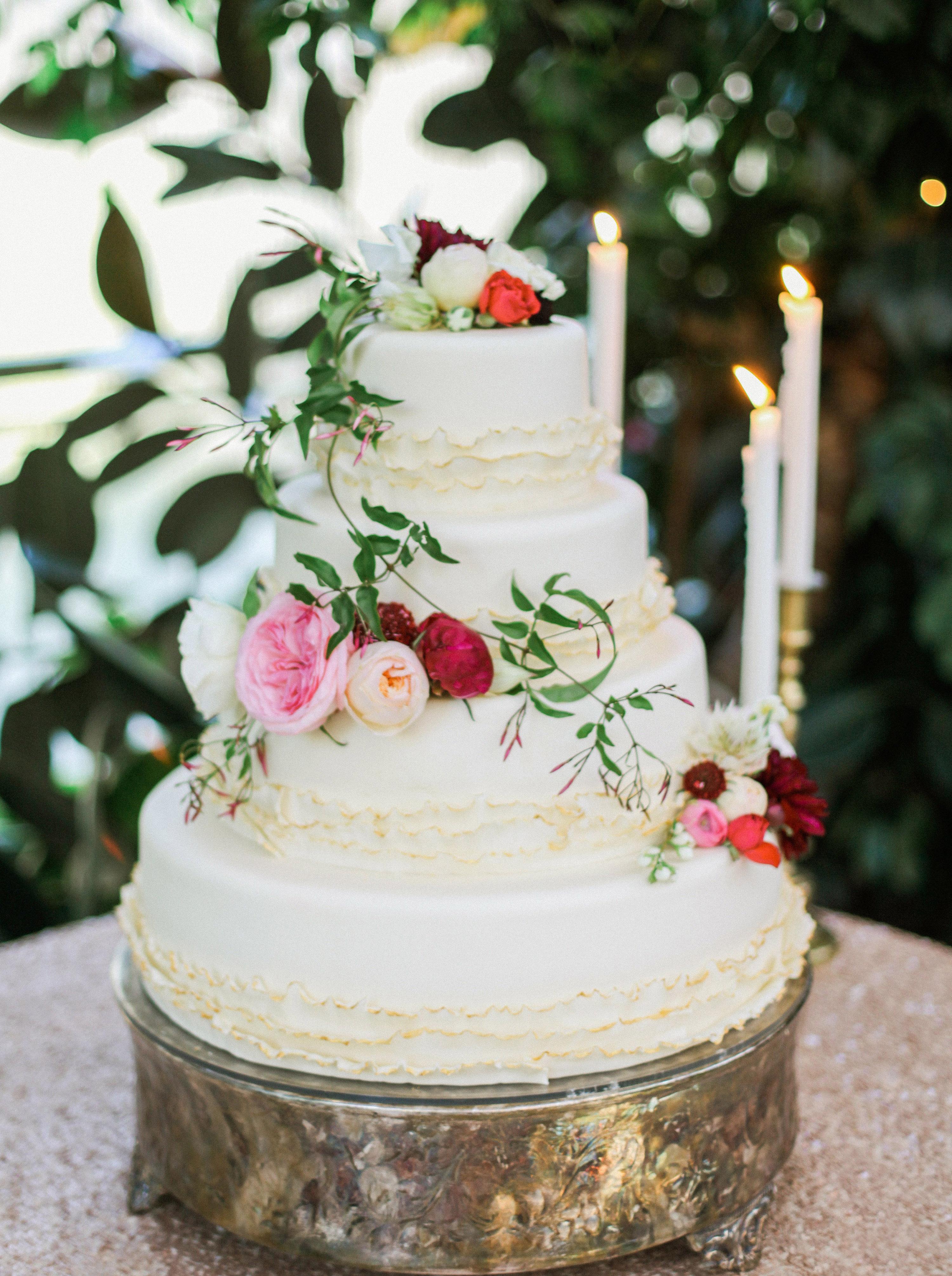 wedding cake with floral garland elizabeth anne designs the wedding blog. Black Bedroom Furniture Sets. Home Design Ideas