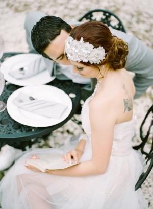Romantic Feminine Garden Wedding Ideas 10