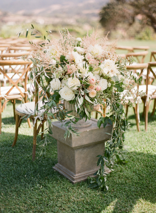 Blush and Ivory Ceremony Flowers