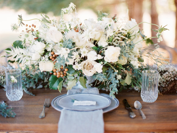 Centerpiece in Ivory Gray and Green