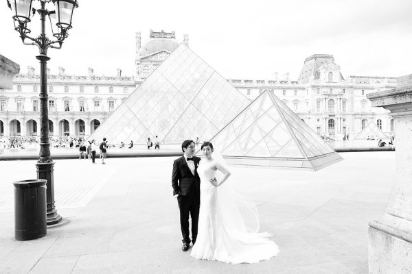 Wedding Photo at the Louvre