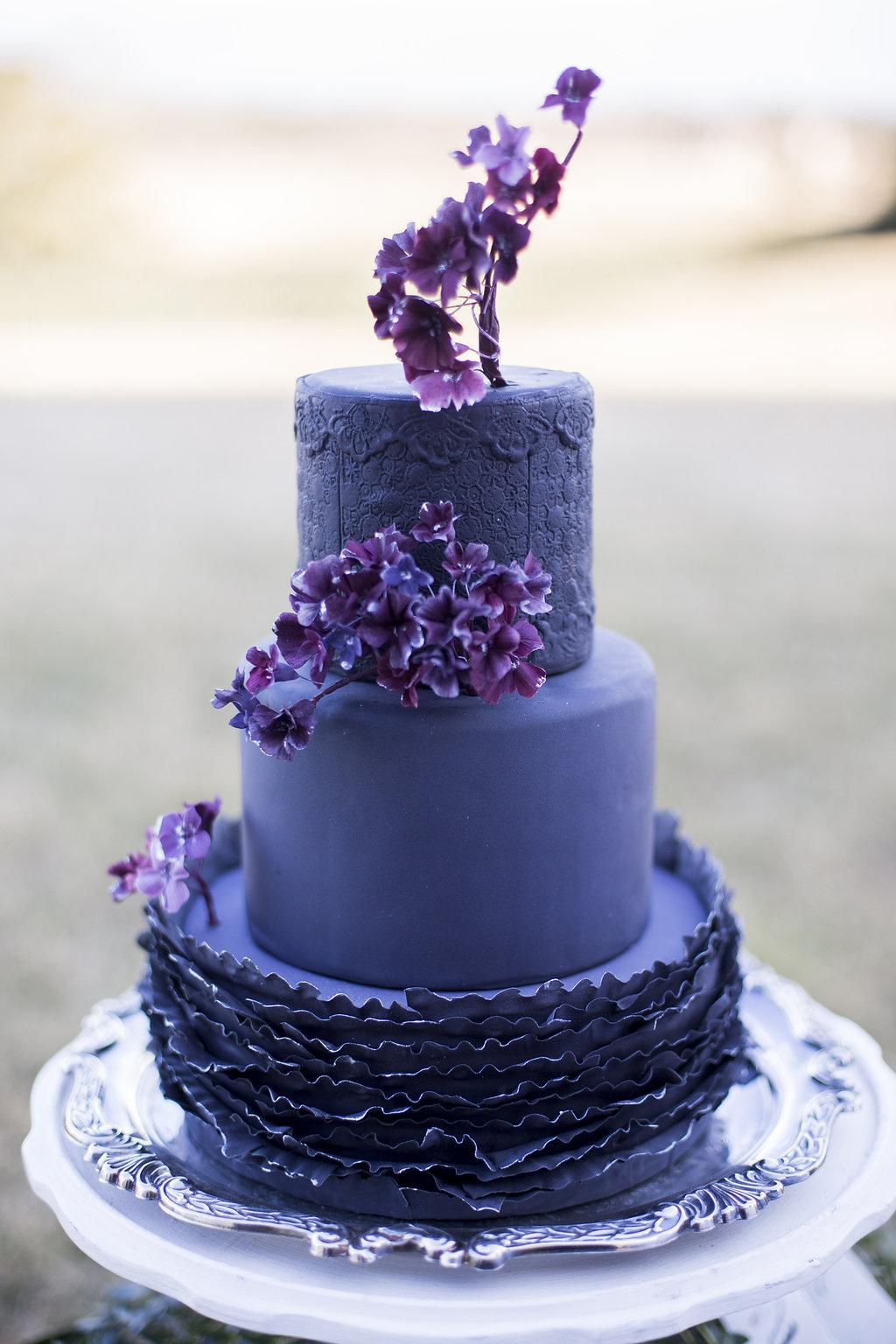 deep purple wedding cake elizabeth anne designs the wedding blog. Black Bedroom Furniture Sets. Home Design Ideas