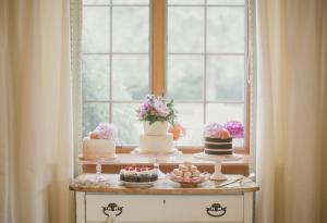 Shabby Chic Wedding Cake Table