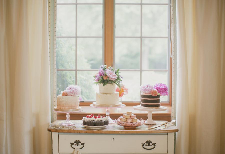 Shabby Chic Wedding Cake Table - Elizabeth Anne Designs: The ...