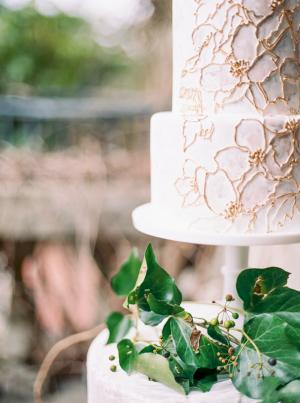 Gold Detail on Wedding Cake
