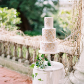 Wedding Cake in White and Gold