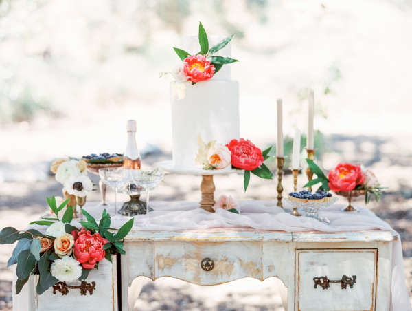 Hot Pink Flowers on Cake Table