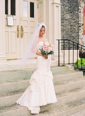Bride in Monique Lhuillier Mermaid Gown