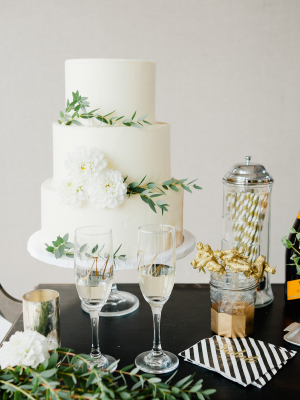 Black and Gold Wedding Cake Table