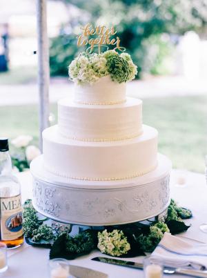 Green Hydrangeas on Wedding Cake