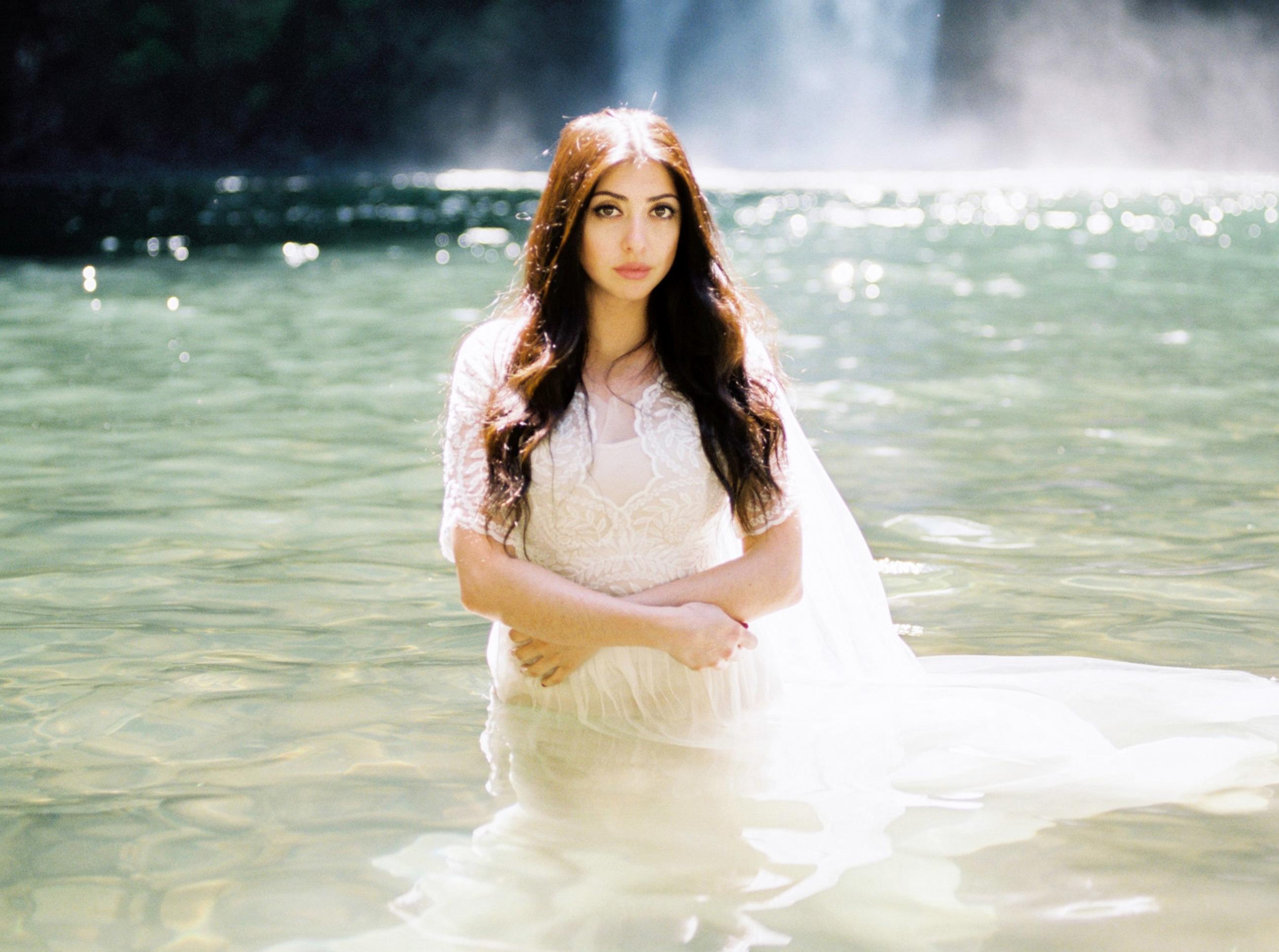 Oregon Waterfall Bridal Shoot