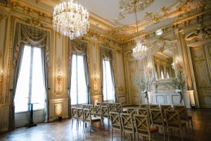 Elegant Wedding Ceremony in Paris Hotel