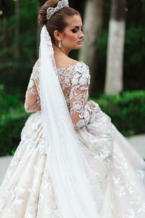 Ysa Makino Elegant Wedding Dress