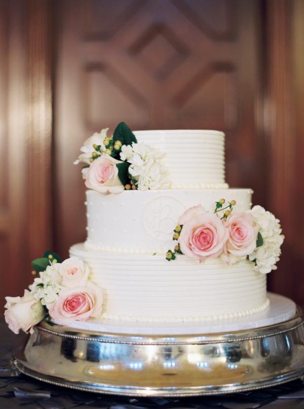 three tier wedding cake elizabeth anne designs the wedding blog. Black Bedroom Furniture Sets. Home Design Ideas