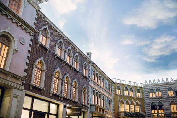 Aisle Society Venetian 52