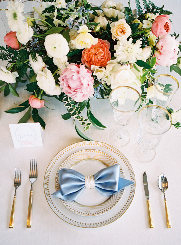 Classic Blue Pink and Gold Wedding Table
