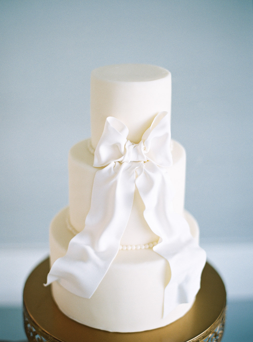 White Wedding Cake With Bow Elizabeth Anne Designs The