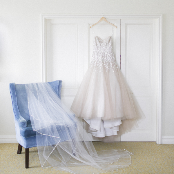 Wedding Veil in Blue Velvet Chair