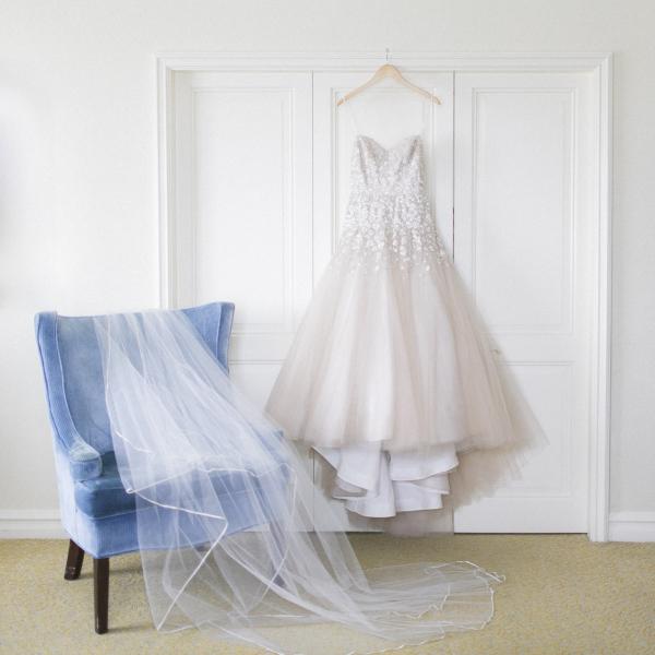 Wedding Veil in Blue Velvet Chair