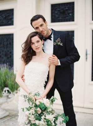 Bride in Oscar de la Renta Gown