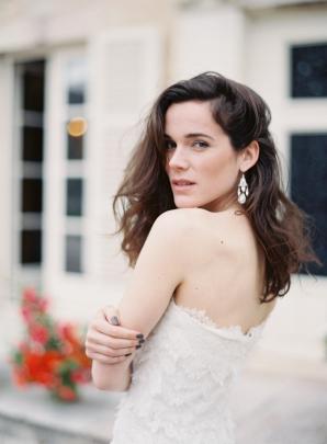 Bride in Oscar de la Renta Lace Gown