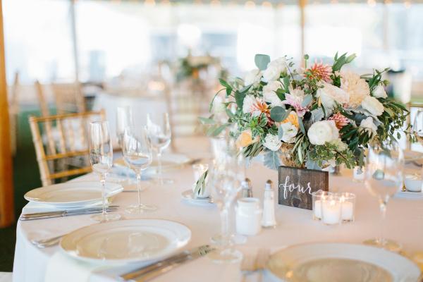 Centerpiece of Light Pastel Flowers