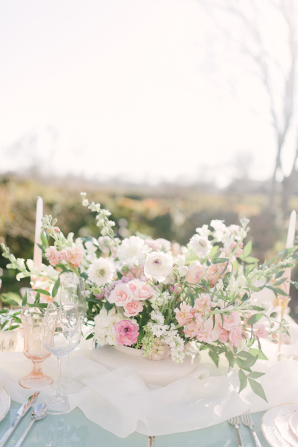 Centerpiece with Ivory and Pink Flowers