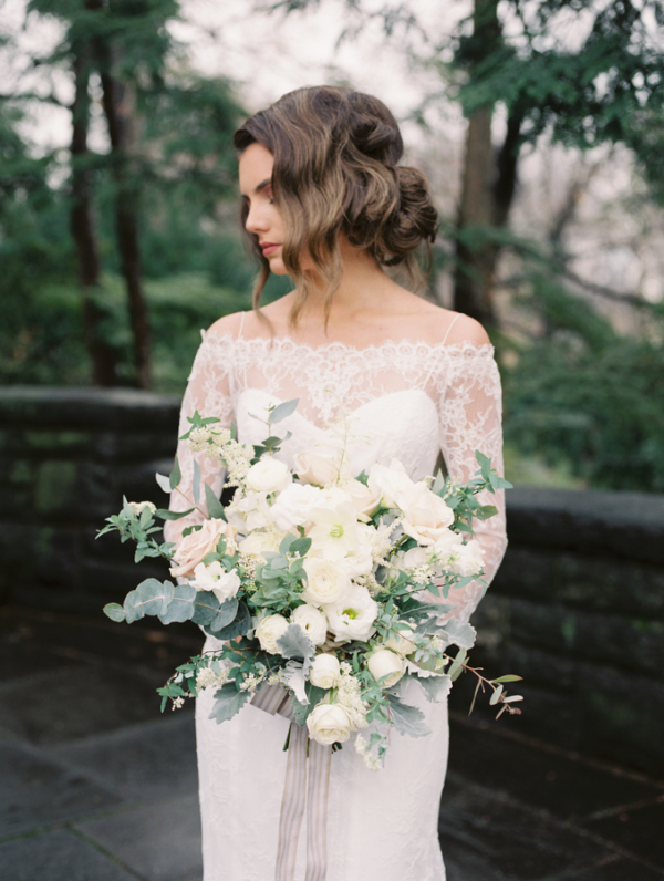 Elegant Ivory and Green Bouquet