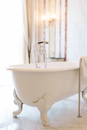 Bathtub at St Regis Dubai