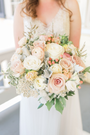 Bride Bouquet in Shades of Peach