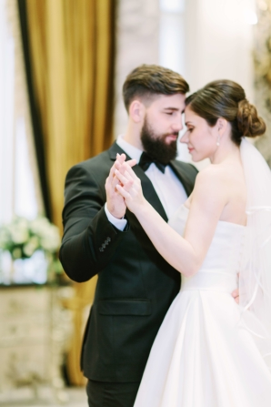 Elegant Dubai Wedding Ideas Save the Date 3